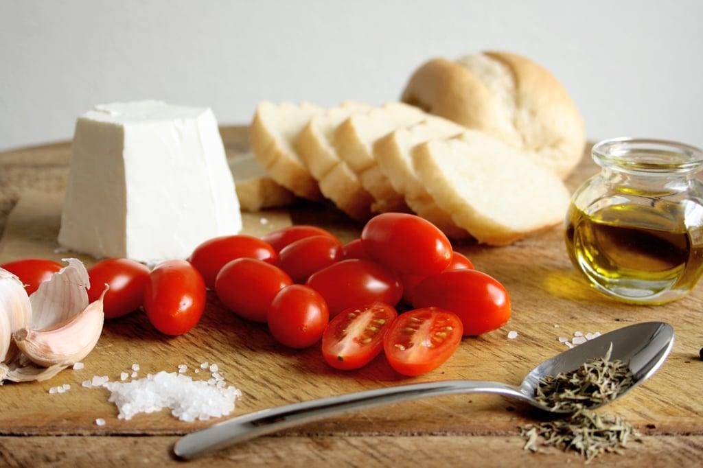 Zutaten für Bruschetta mit Ziegenfrischkäse & Ofentomaten