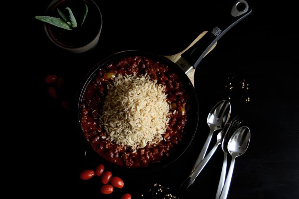 Bohnen-Hackfleisch-Pfanne mit Reis