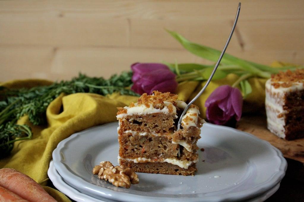 Carrot Cake mit Frischkäse-Frosting - die perfekte Kombi aus Karotten, Bananen, Nüssen und Zimt