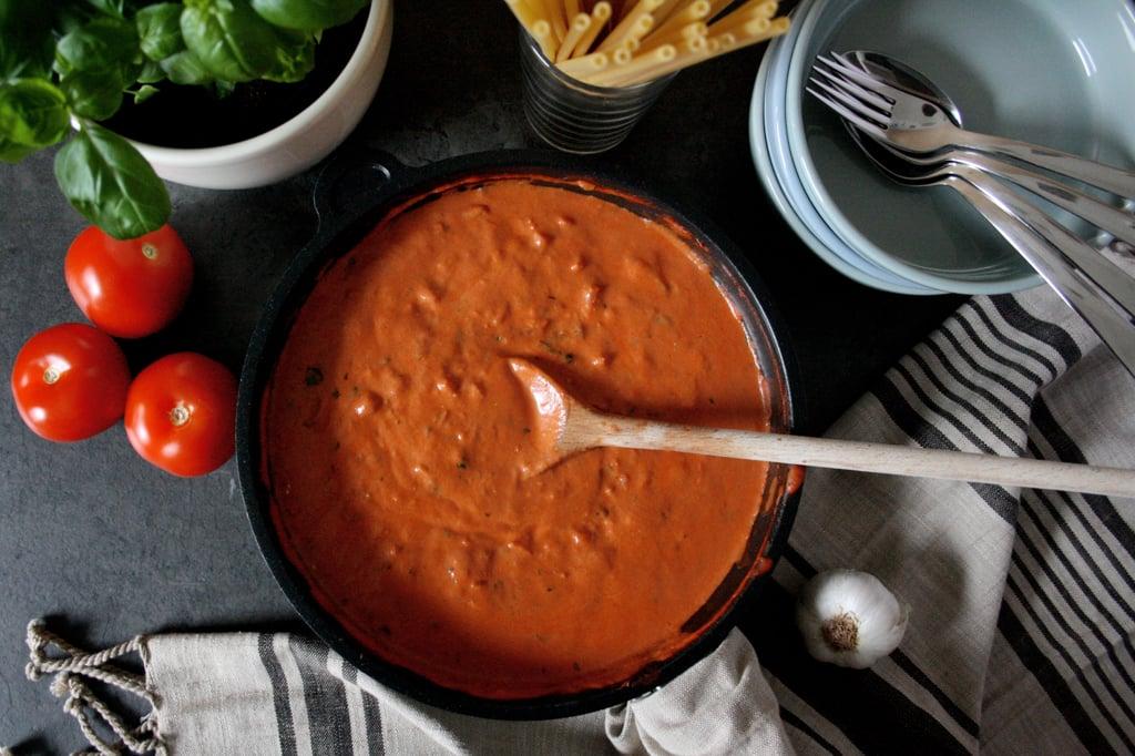 Maccaroni mit cremiger Tomaten-Frischkäse-Sauce