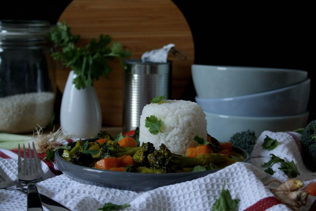 Vegetarisches Curry mit Reis