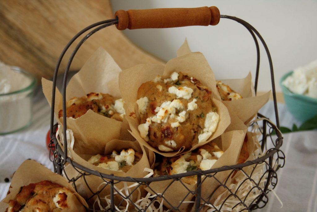 Herzhafte Muffins mit getrockneten Tomaten & Basilikum