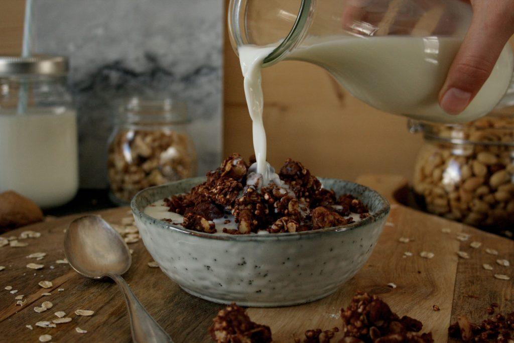 Selbstgemachtes Müsli mit Schokolade & Nüssen