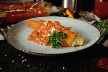 Gefüllte Spitzpaprika in Tomatensauce