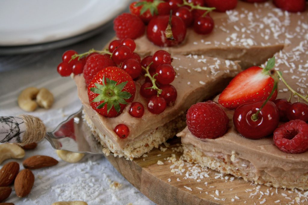 Gesunde Erdbeer-Kokos-Tarte ohne Backen