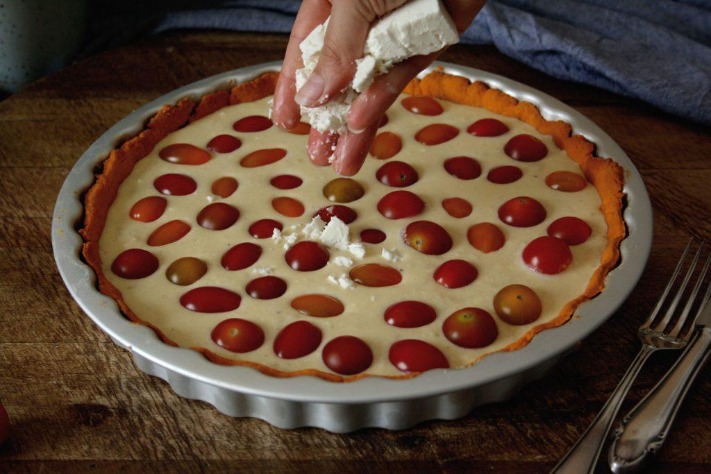 Bunte Tomaten-Quiche mit Kresse