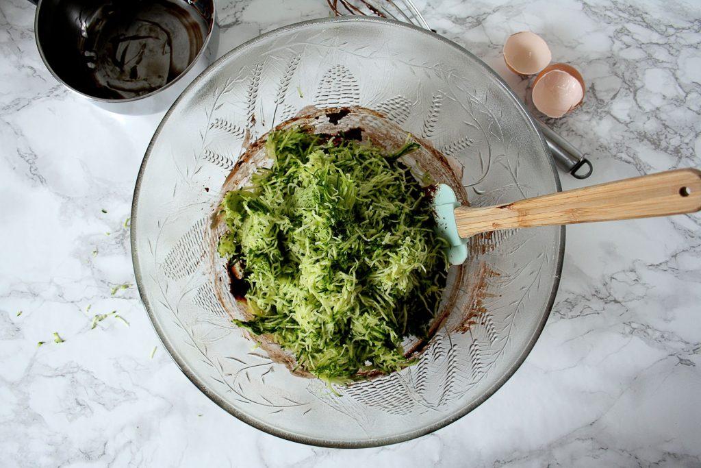 Zubereitung meiner Zucchini-Brownies mit Erdnuss-Swirl