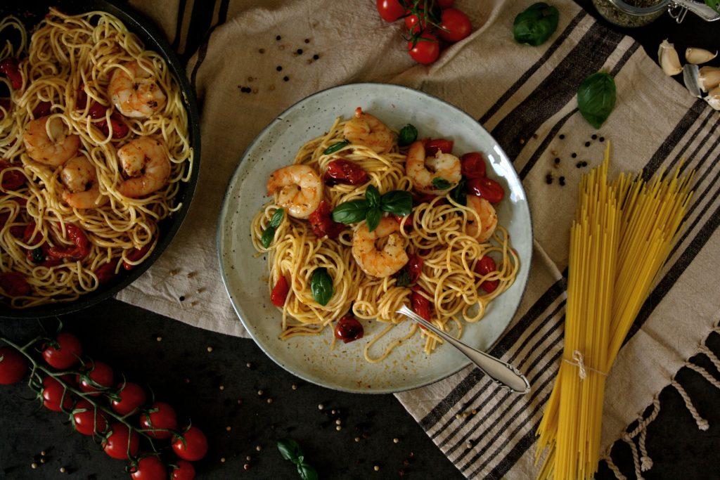 Spaghetti mit Ofentomaten & Garnelen