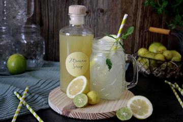 Selbstgemachter Zitronensirup für Limonade und heiße Zitrone