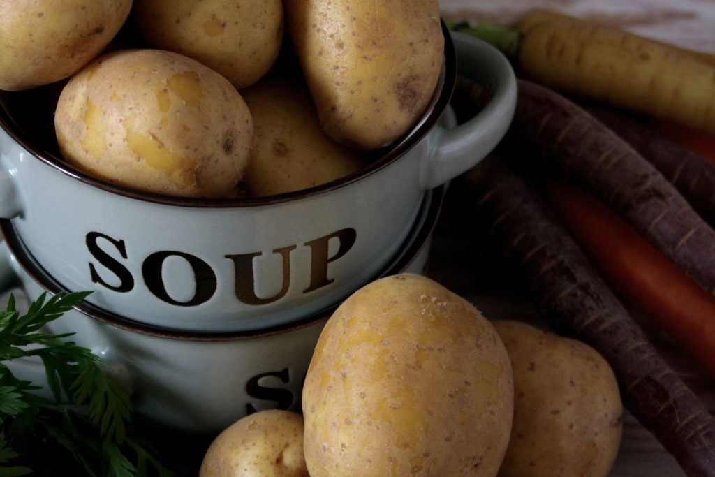 Zutaten für Cremige Kartoffelsuppe mit Würstchen