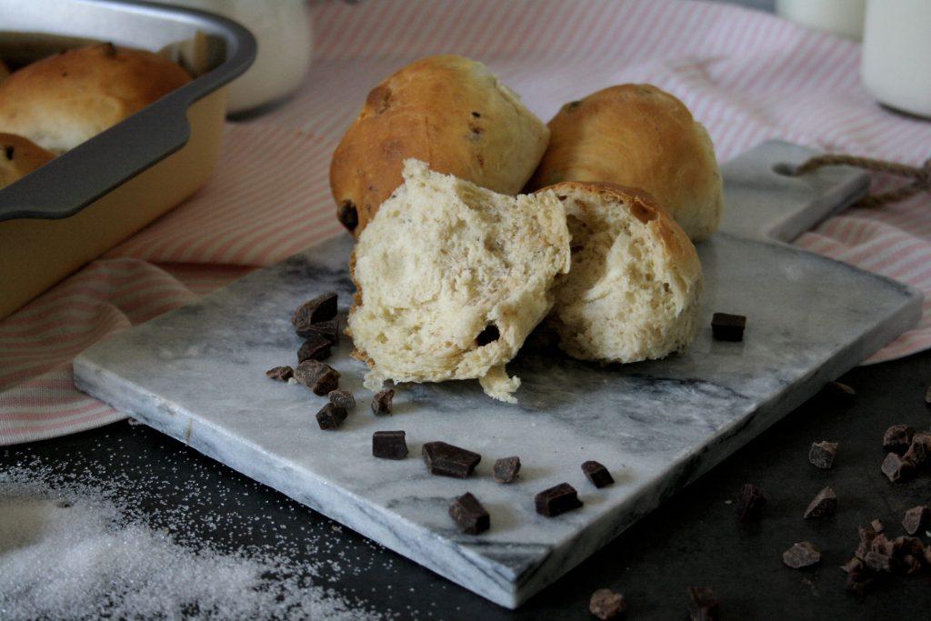 Süße Hefebrötchen mit Schokostückchen