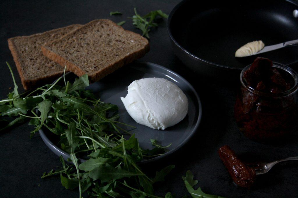Zutaten für gegrilltes Käsetoast »Italien Style«