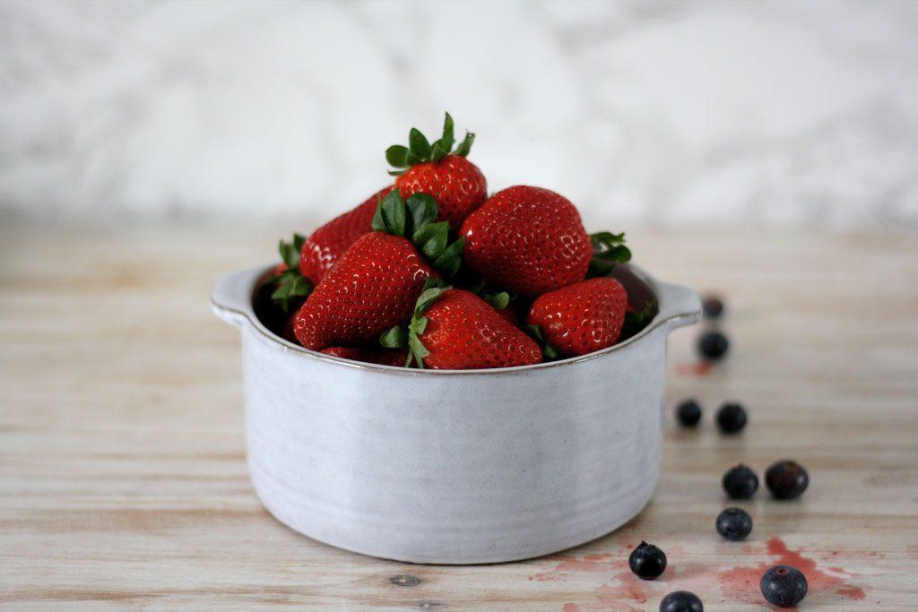 Erdbeeren für Beeren-Mascarpone-Kuchen