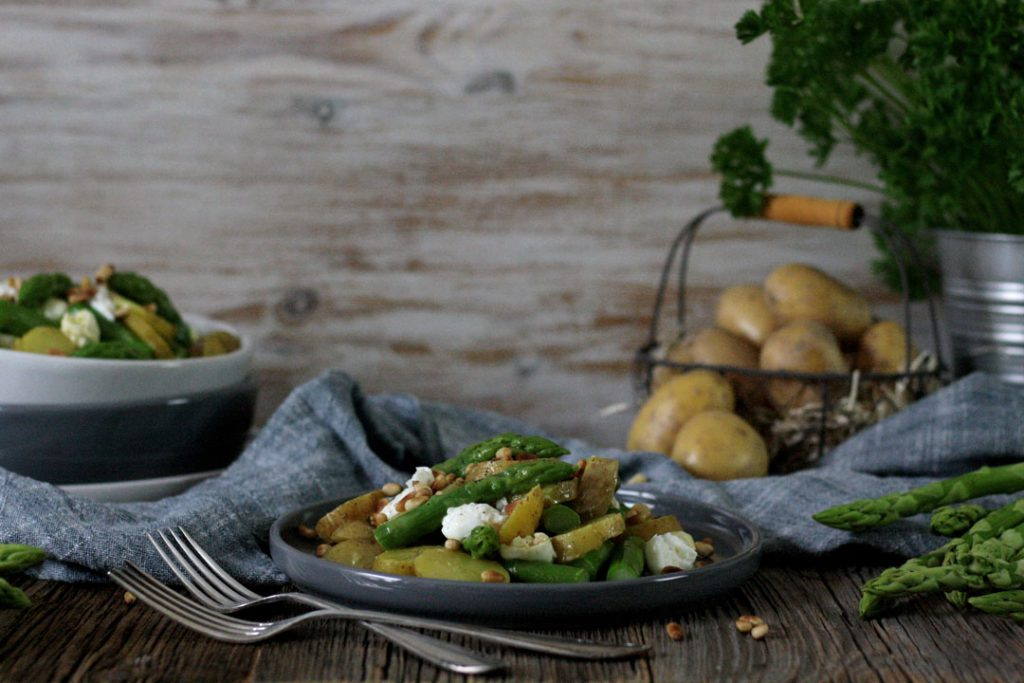 Spargel-Kartoffel-Salat mit Honig-Senf-Dressing