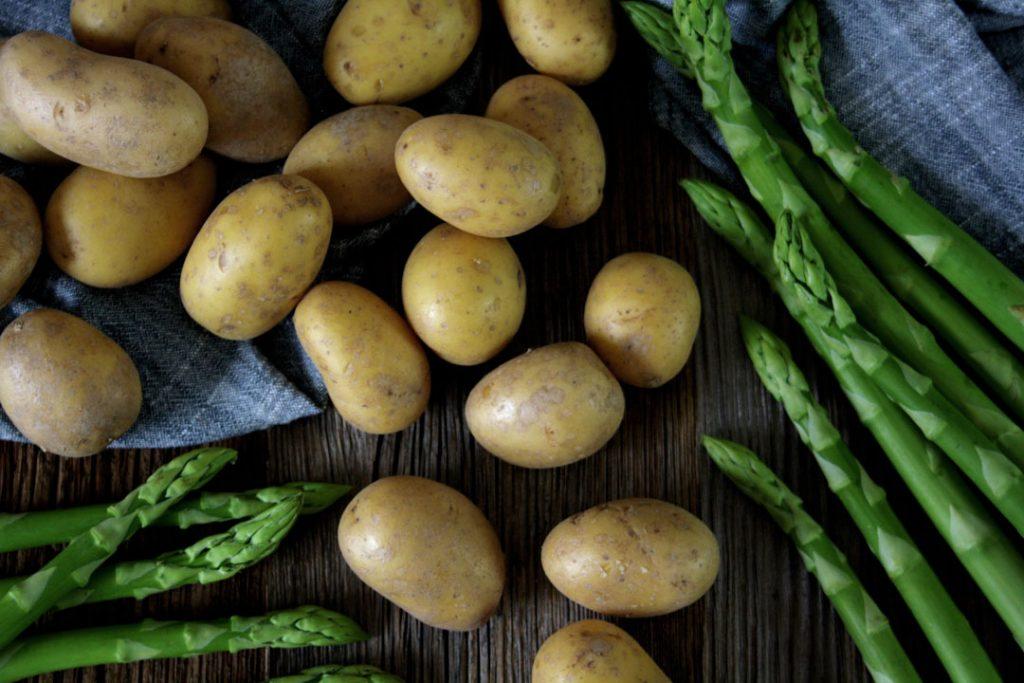 Zutaten für Spargel-Kartoffel-Salat mit Honig-Senf-Dressing