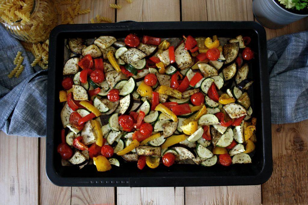 Ofengemüse für mediterranen Antipasti-Nudelsalat