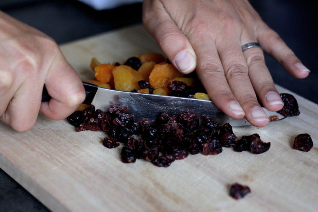 Getrocknetes Obst für süße Hefebrötchen »Müsli-Style«