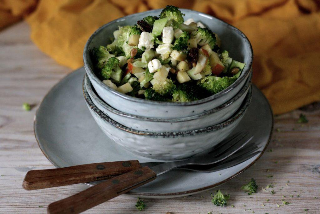 Knackiger Brokkoli-Apfel-Salat