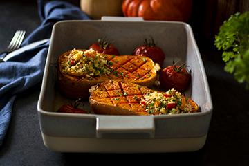 Mit Couscous gefüllter Kürbis aus dem Ofen