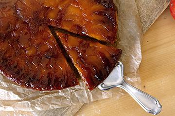 Gestürzter Apfelkuchen mit Karamell
