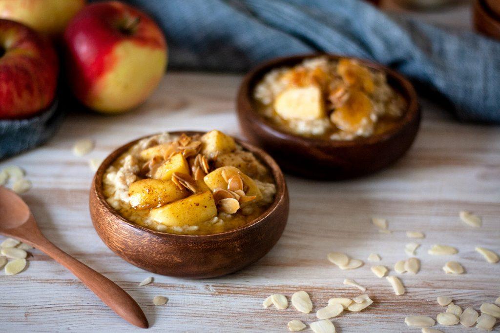 P.S.: Wie denkt Ihr über Porridge? Gefällt Euch die Kombinaton von Äpfeln, Zimt und Mandeln? Ich freue mich auf Eure Kommentare!