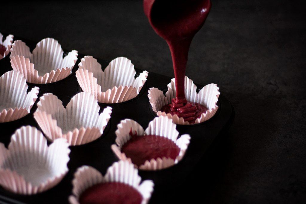 Teig für Red Velvet Cupcakes zum Verlieben