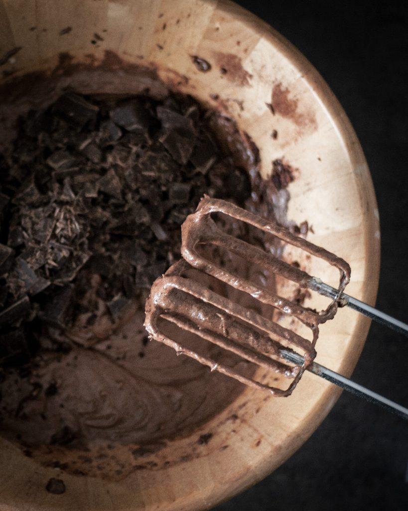 Teig für saftige vegane Brownies mit viel Schokolade