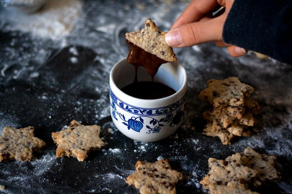 Schokolade für knusprige Schoko-Hafer-Plätzchen - einfach & vegan