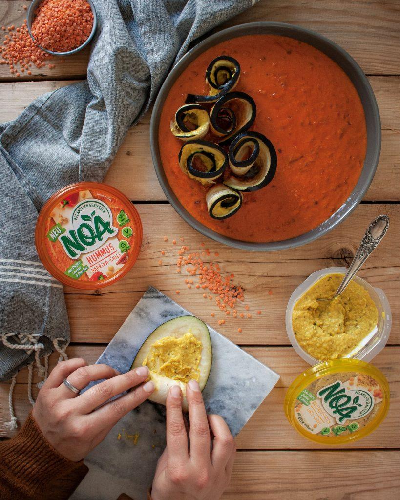 Zubereitung der Gefüllte Auberginenröllchen in Paprika-Tomaten-Sauce mit NOA