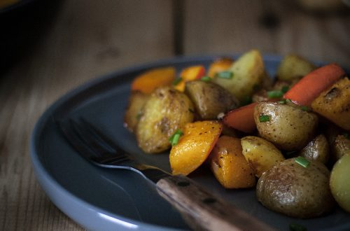 Einfache Bratkartoffel-Kürbis-Pfanne: Vegan, saisonal und lecker