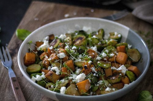 Vegetarische Rosenkohl-Süßkartoffel-Pfanne - easy, ausgewogen & gesund