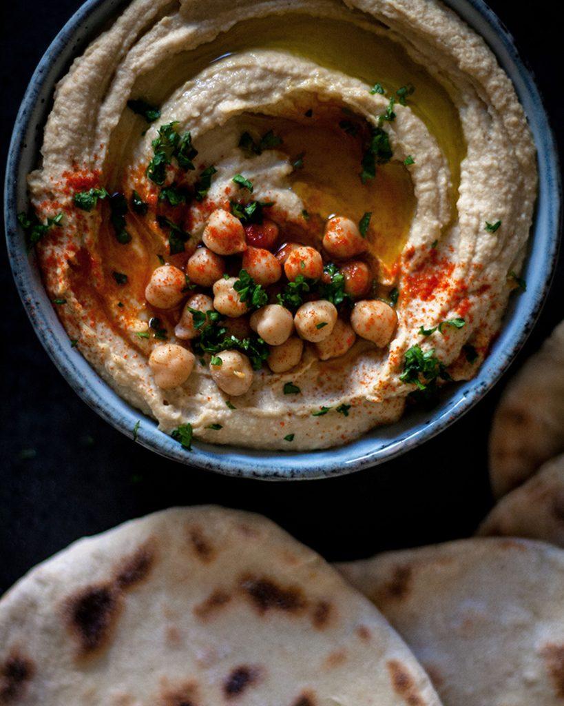 Cremiger Hummus mit selbstgemachten Pfannenbrot - Orientalisch & vegan essen