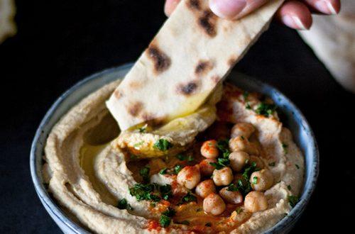 Hummus: Orientalischer Kichererbsendip aus 5 Zutaten - vegan, einfach und schnell gemacht