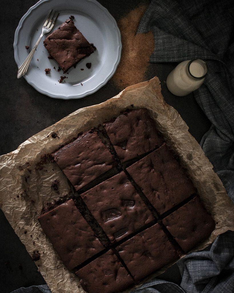 Oberschokoladige Brownies - vegan, saftig und mit nur 7 Zutaten