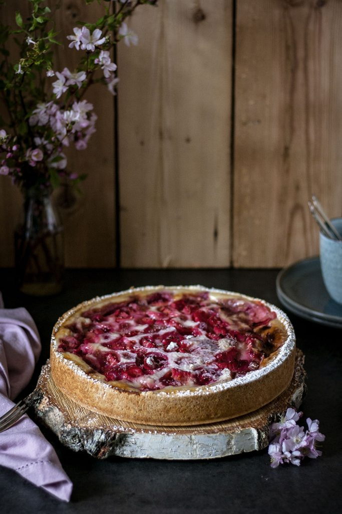 Der perfekte Kuchen für den Frühling: Veganer Rhabarber-Himbeer-Käsekuchen