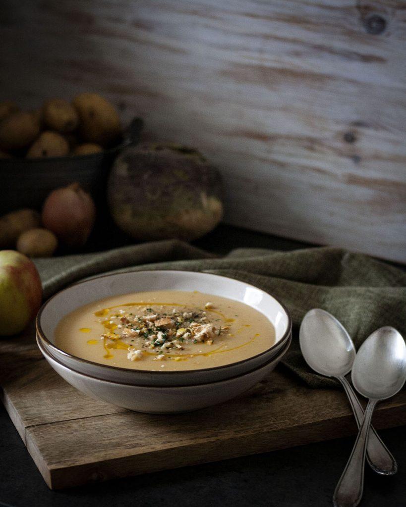 Saisonal und vegan kochen mit Apfel-Steckrüben-Suppe