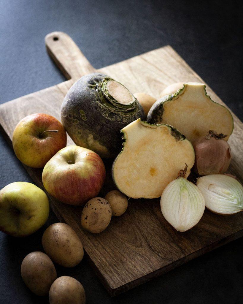 Steckrübe, Äpfel, Kartoffeln und Zwiebeln: Saisonale und regionale Zutaten
