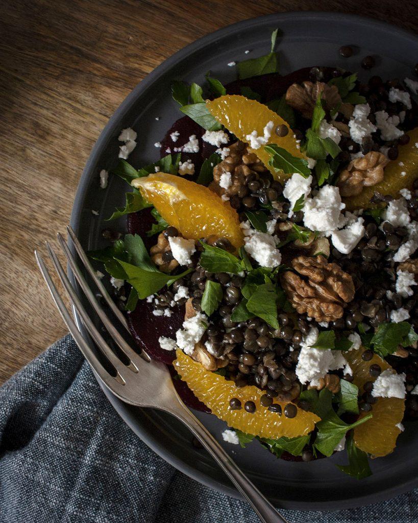 Linsensalat mit Rote Bete, Nüssen & Orangen: Ballastoffreich, nährstoffreich & lecker