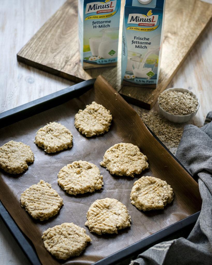 Haferflocken, Cashewmus, Kokosöl & laktosefreie Milch von MinusL: Kekse backen leicht gemacht!