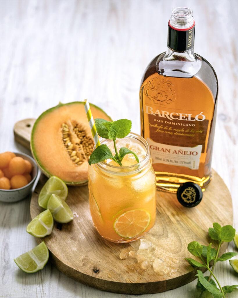 Fruchtig, frisch und sommerlich-lecker: Melone-Rum-Cocktail mit Barceló Rum