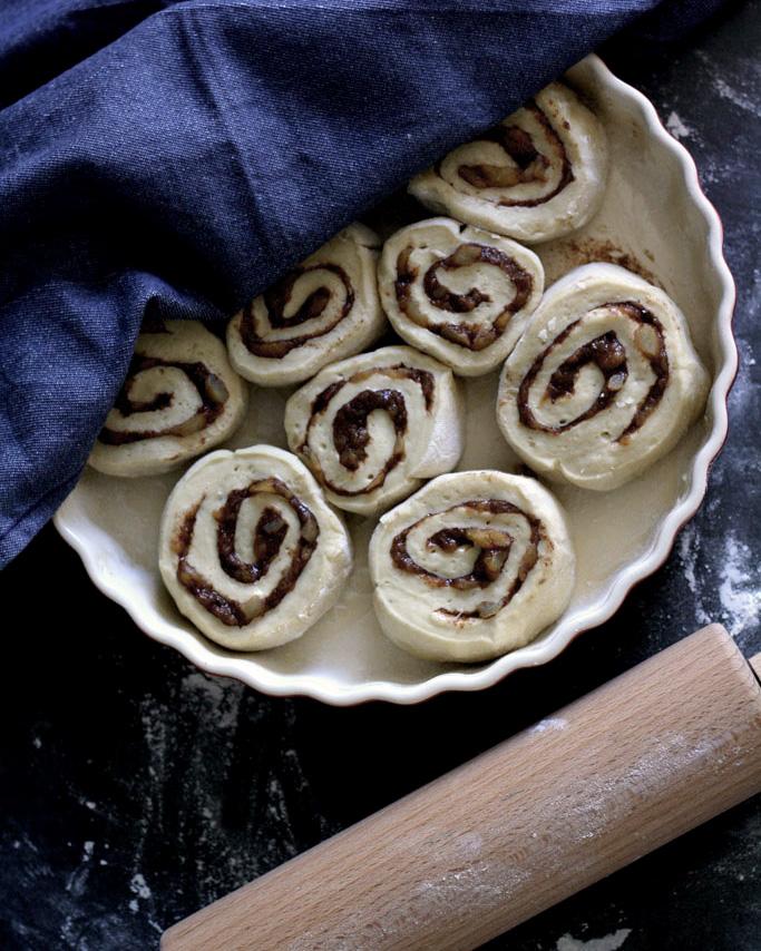 Einfach gebacken und himmlisch lecker: Vegane Apfel-Zimt-Schnecken