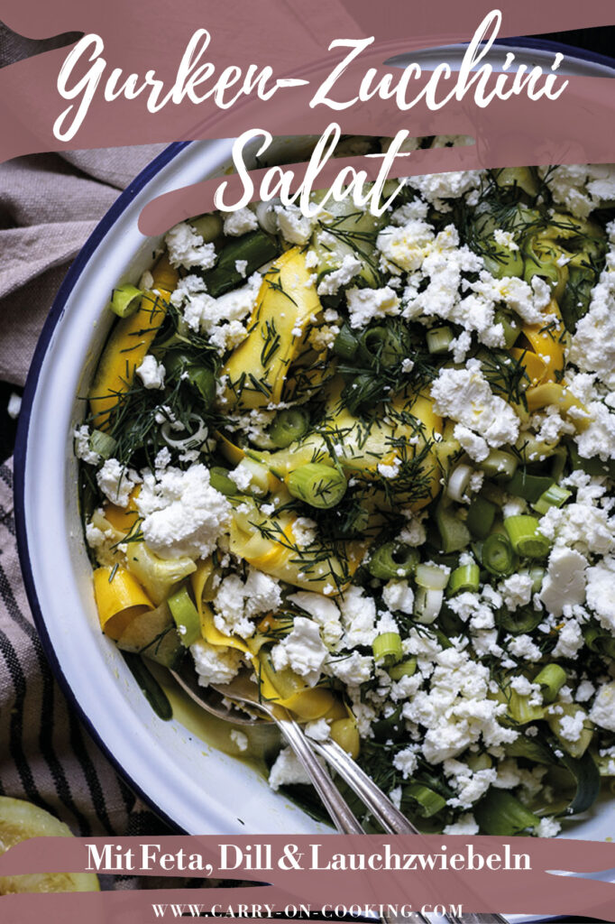Gleich auf deine Pinterest-Pinwand pinnen: Rezept für marinierten Gurken-Zucchini-Salat mit Feta & Dill (vegetarisch)