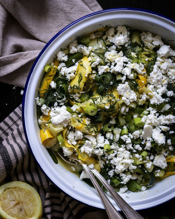 Marinierter Gurken-Zucchini-Salat: Der perfekte Sommersalat für heiße Tage