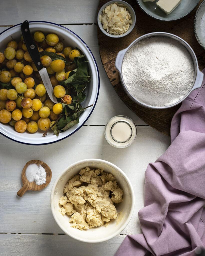 Mit 9 Zutaten ganz einfach gebacken: Mirabellen-Streuselkuchen mit einfachem Rührteig