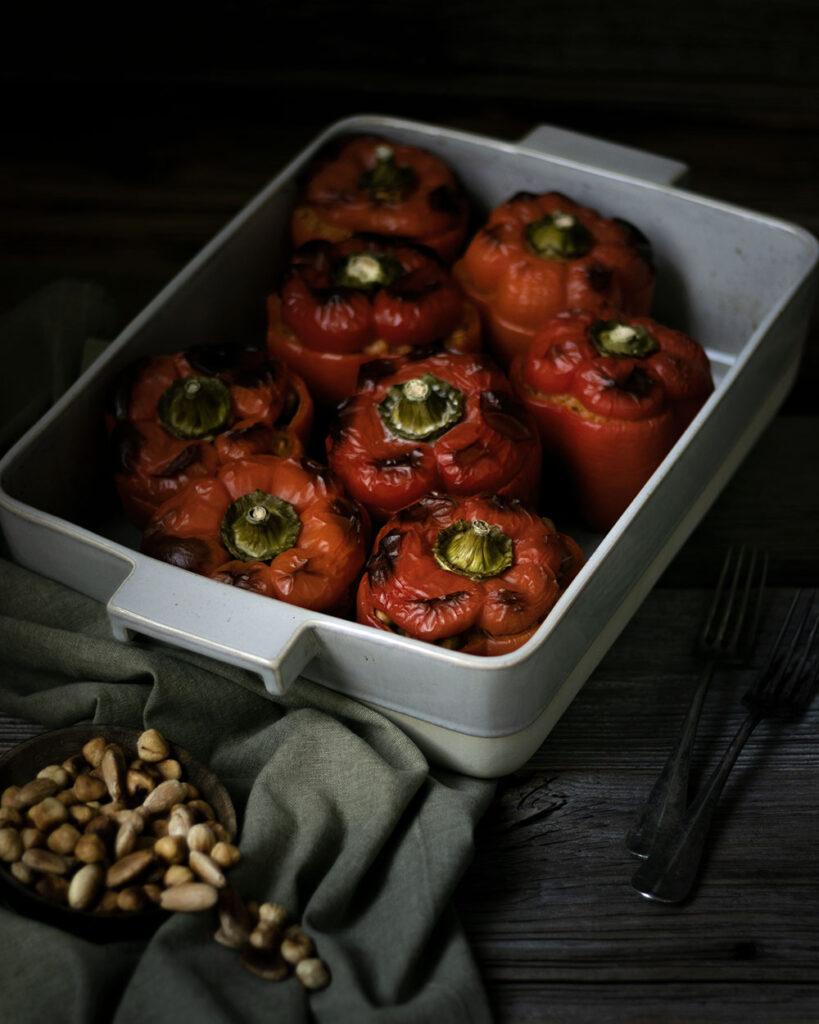 Vegane Hausmannskost: Mit Reis und Nüssen gefüllte Paprika
