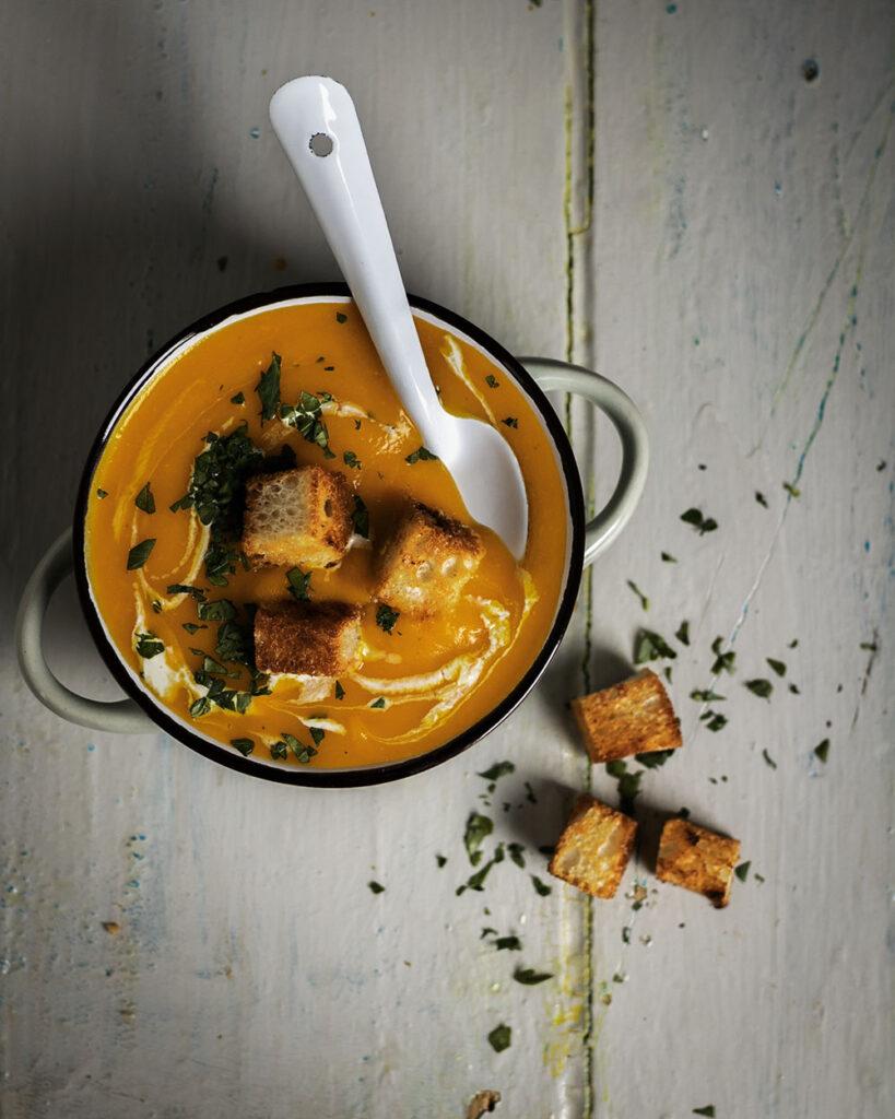 Cremig, vegan & in 25 Min. gekocht: Diese klassische Kürbissuppe müsst Ihr Euch merken