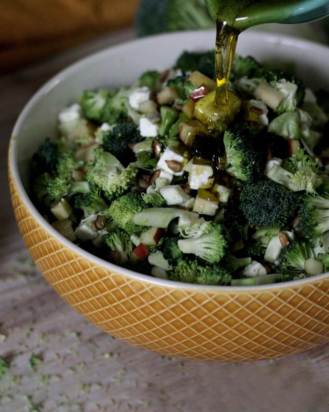 Knackiger Brokkoli-Apfel-Salat für deinen Wochenplan