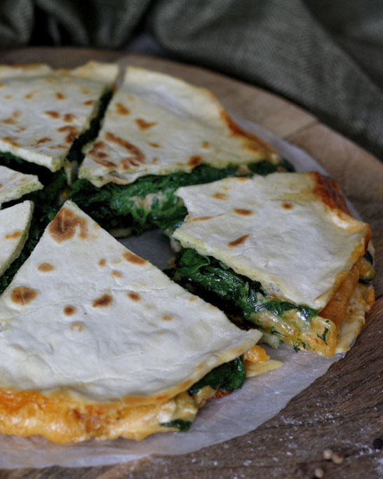 Spinat-Käse-Quesadilla mit selbstgemachten Weizentortillas für den Wochenplan KW 9