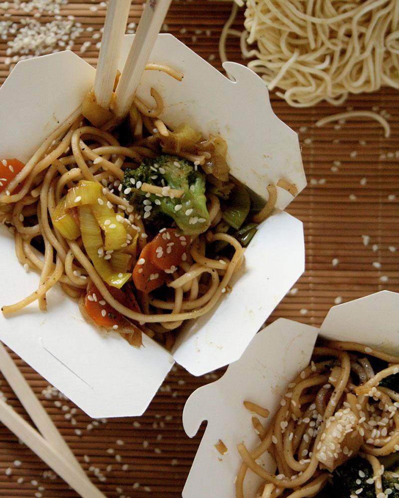 Gebratene Nudeln mit Gemüse wie vom Asiaten für den Wochenplan KW 9