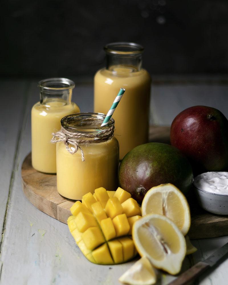 Ein Mango-Smoothie ist ideal für ein gesundes Frühstück